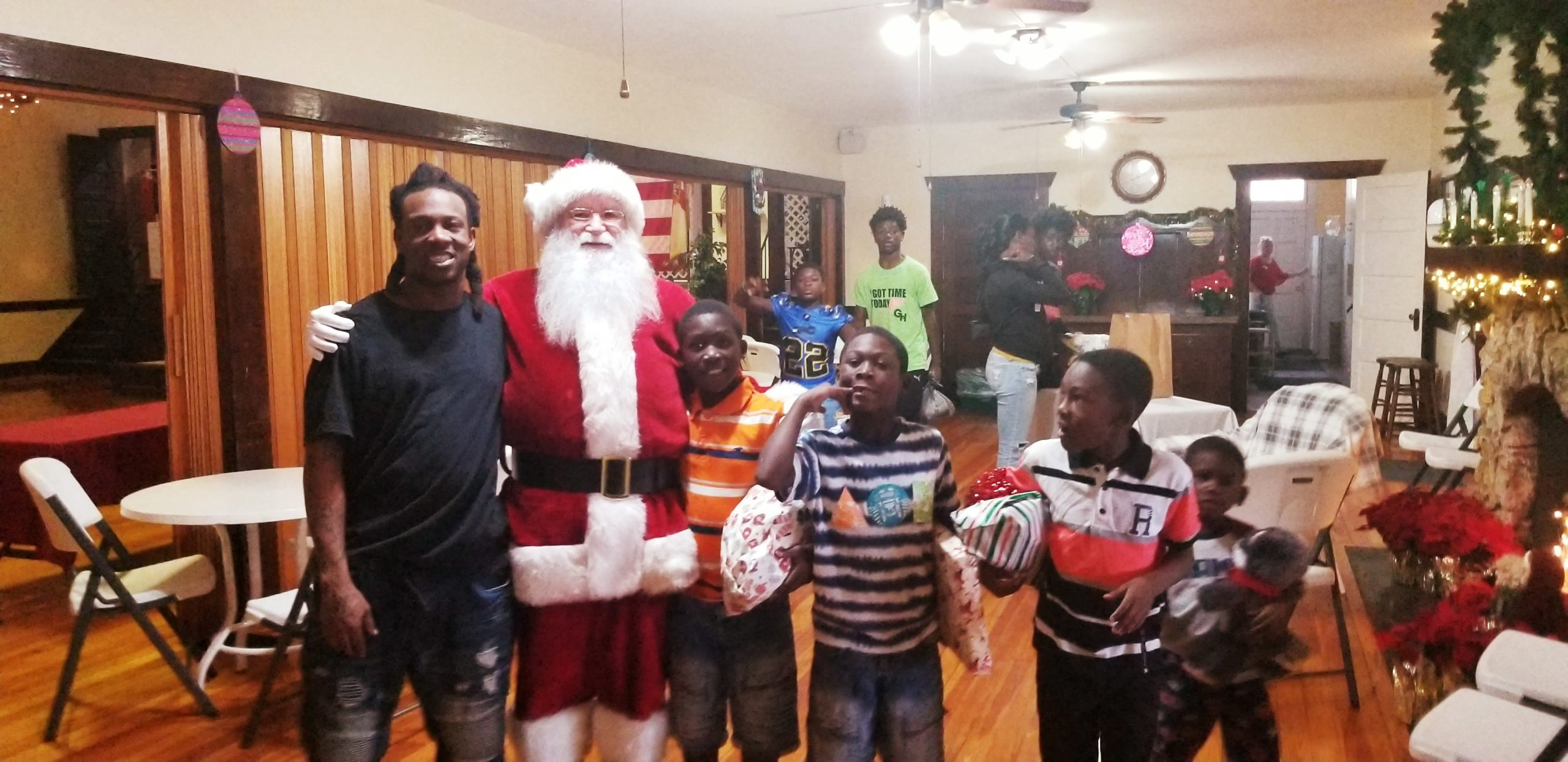 BE THE SMILE FOR A FAMILY THIS CHRISTMAS