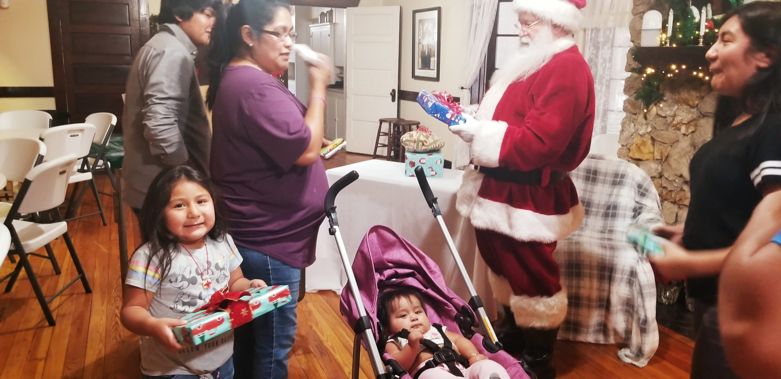 FAMILIES RECEIVE GROCERIES N GIFTS FROM SANTA!